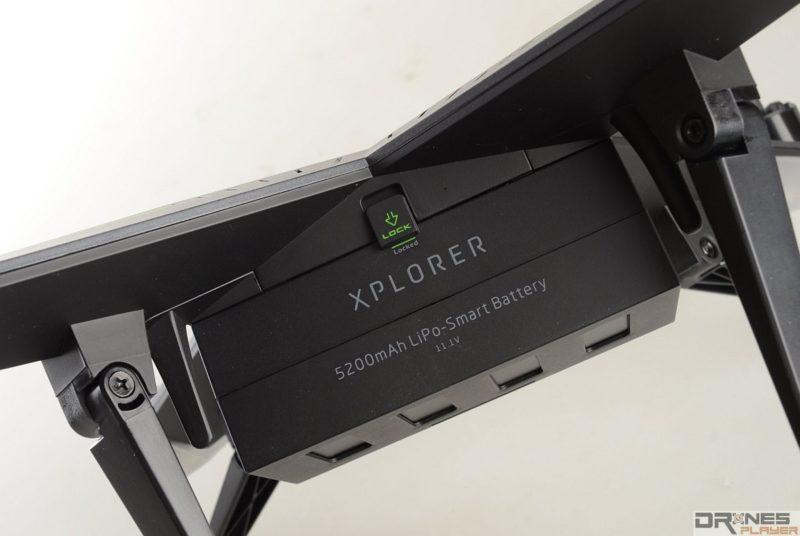 XIRO Explorer V 的電池屬外露式電池設計,所以用戶在每次飛航前必須檢查電池安裝是否穩固。
