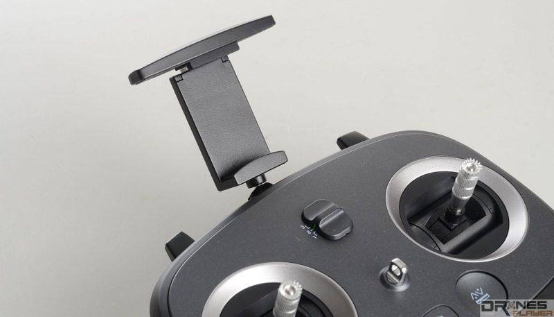 Explorer V 遙控器頂部可伸出手機托架,可供安放智能手機作預覽操作。