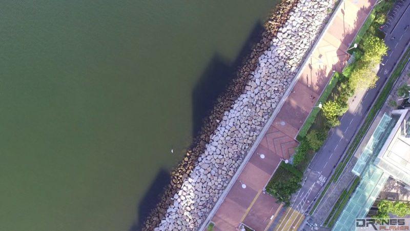 DJI Phantom 3 Standard 航拍科學園的鳥瞰圖,水面、防波堤和行人路均色彩分明。