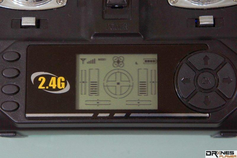 Syma X5SW 遙控器上設有 LED 屏幕,顯示四軸機基本狀態。