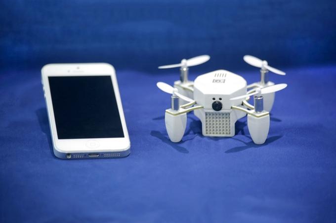 Zano 迷你航拍機以手機簡單操控及自動追蹤拍攝作賣點,眾籌項目甫出台即廣受 Kickstarter 用戶歡迎。