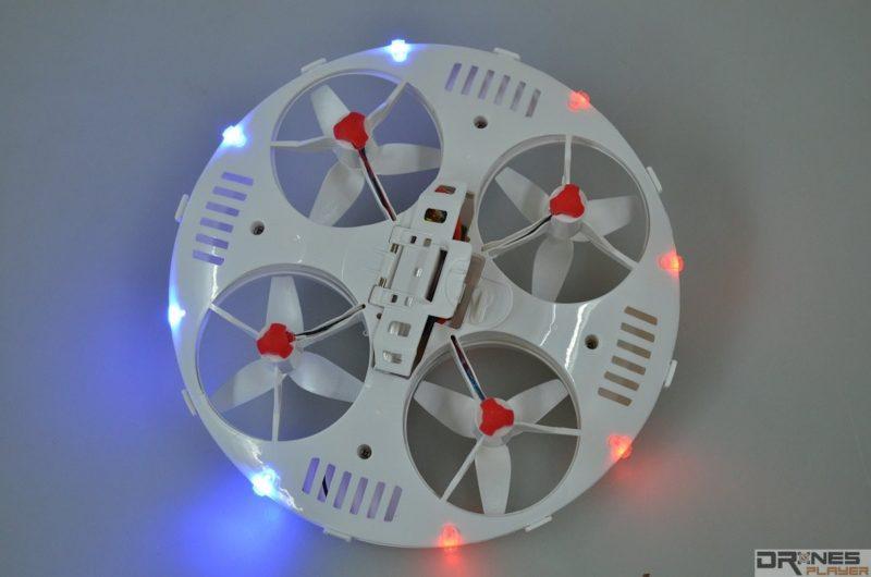 CX-31 機身四周設有 8 顆 LED 燈號。
