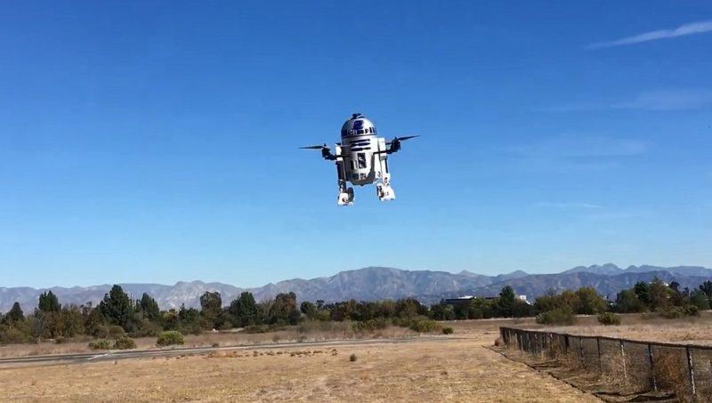 R2-D2 無人機「堅離地」飛行中。