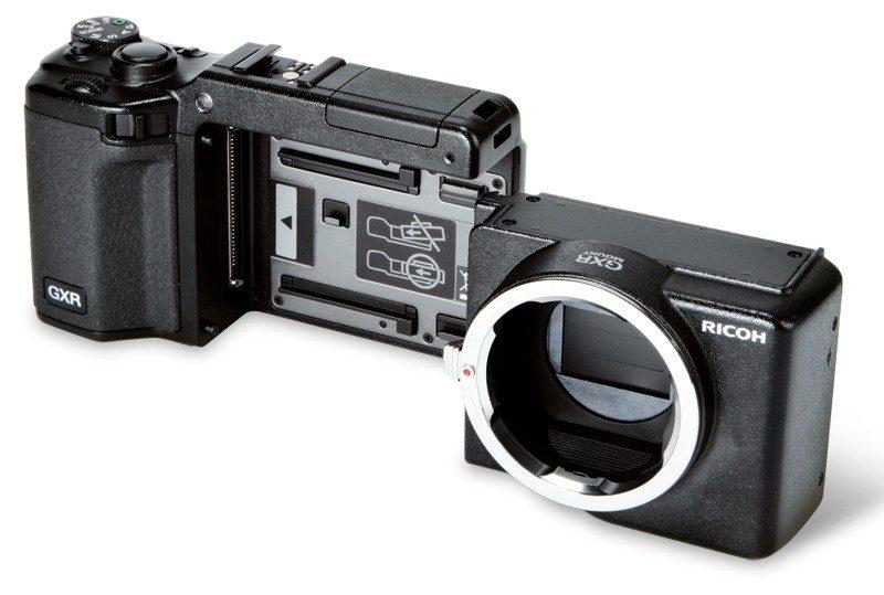 支援可換鏡相機模組的 Ricoh GXR,設計跟一般可換鏡相機不同,雖然模組可跟機身分拆開來,但卻不包含感光元件。