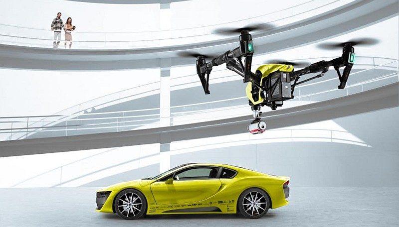 跟 Rinspeed Σtos 跑車搭配的無人機,似是由 DJI Inspire 1 改裝而成。