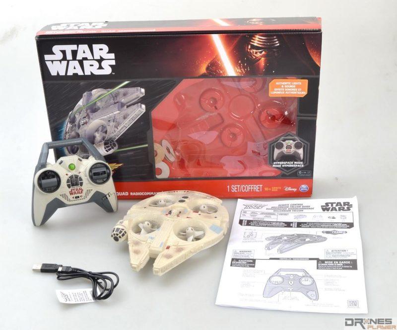 開箱後發現,Star Wars Millennium Falcon Quad 配件包括四軸機、控制器、micro USB 充電線及說明書,但未有附送後備槳翼。