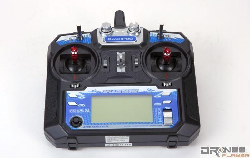 Splash Drone 遙控器上設有屏幕,可供顯示空拍機的飛行數據。