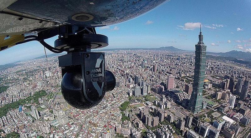 齊柏林為製作《看見台灣》斥資近 3,000 萬台幣(約 700 萬港元)購入 Cineflex 專業穩定鏡頭系統。