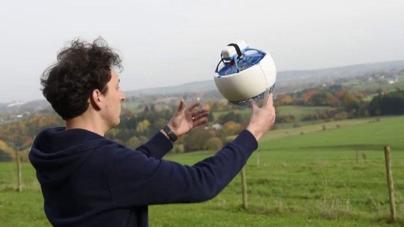 根據影片示範,拋機自動飛行應付自如。