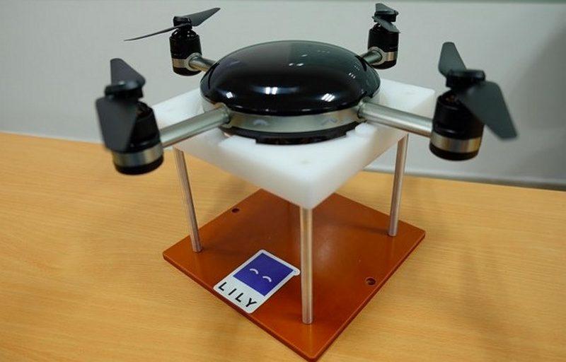 圖中為第一部生產出來的 Lily Camera,時為 2015 年 11 月底。