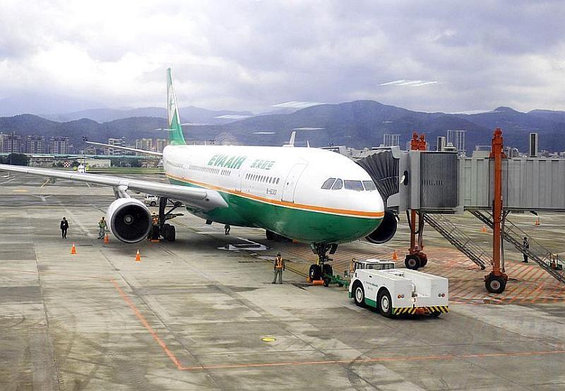 台北松山機場跑道兩側 2.6 公里、跑道兩端的 5 公里以內都是無人機禁飛區。