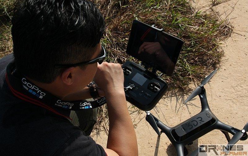 啟動自動返航功能後,當無人機接近降落點時,空拍玩家宜取回控制權,以手動方式來微調降落位置。