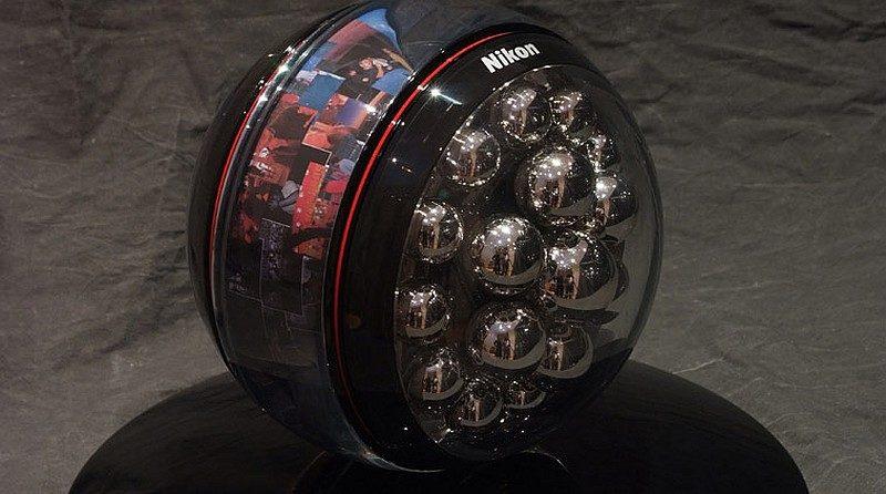 Nikon 於 2011 年的 Hello Demain 展覽會上曾展出一款球形運動相機的概念作品,未知今年推出的量產型機種最終會否實現此球形設計。