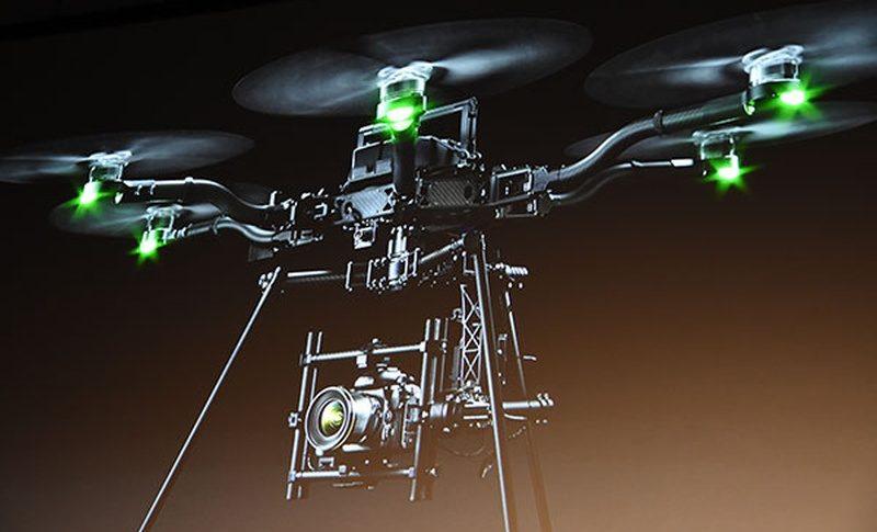 Nikon D500 的機身重量只有 1,340 克,廠方聲稱可讓大型無人機負載 D500 作空拍用途。