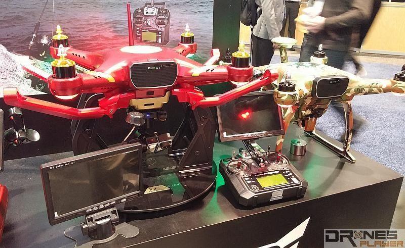 TTrobotix 有多款新型無人機在 CES 2016 會場展示;圖右為 TTRobotix FishingMaster。