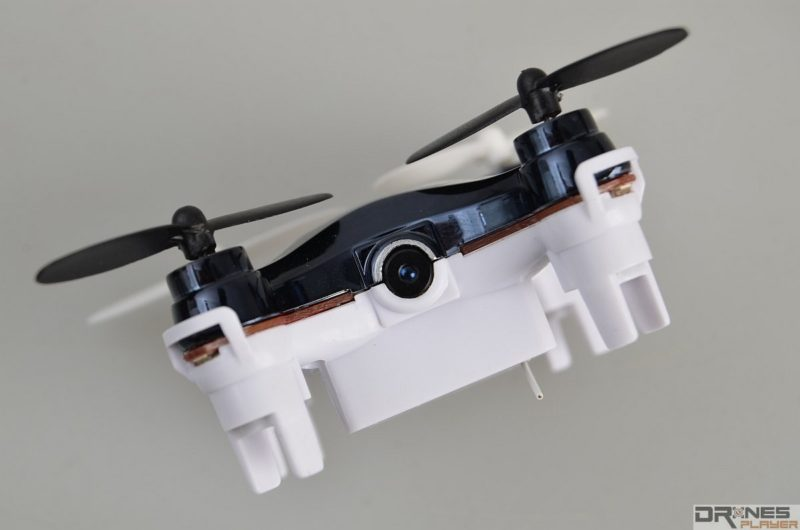 RC101W 機首設有 30 萬像素空拍鏡頭,支援拍照及拍片。