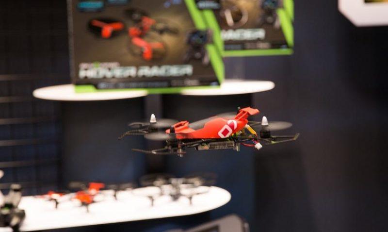 Sky Viper Hover Racer 可讓無人機初學者練習懸停技巧。