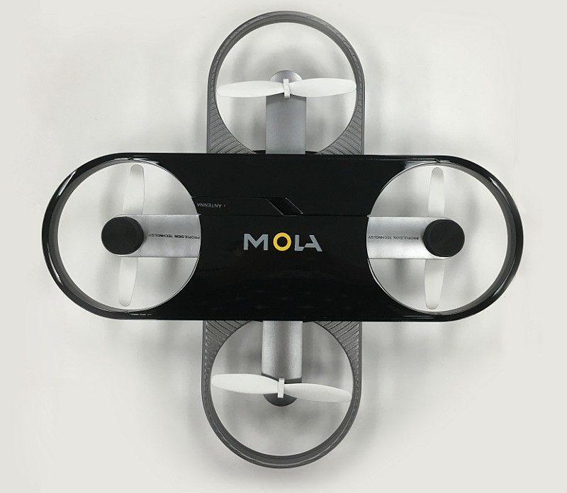 模拉 MOLA X1 無人機扭開後模樣,有點像是十字形飛鏢。