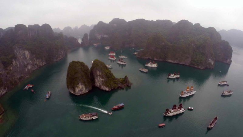 過往有不少人到越南著名景點下龍灣進行航拍活動。