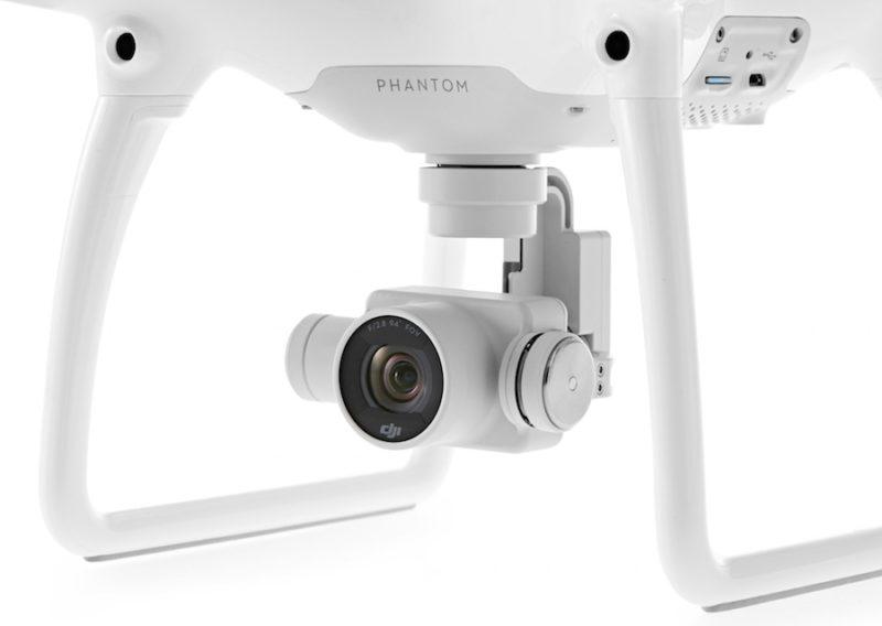 DJI Phantom 4 的 U 形支撐臂雲台和航拍相機。