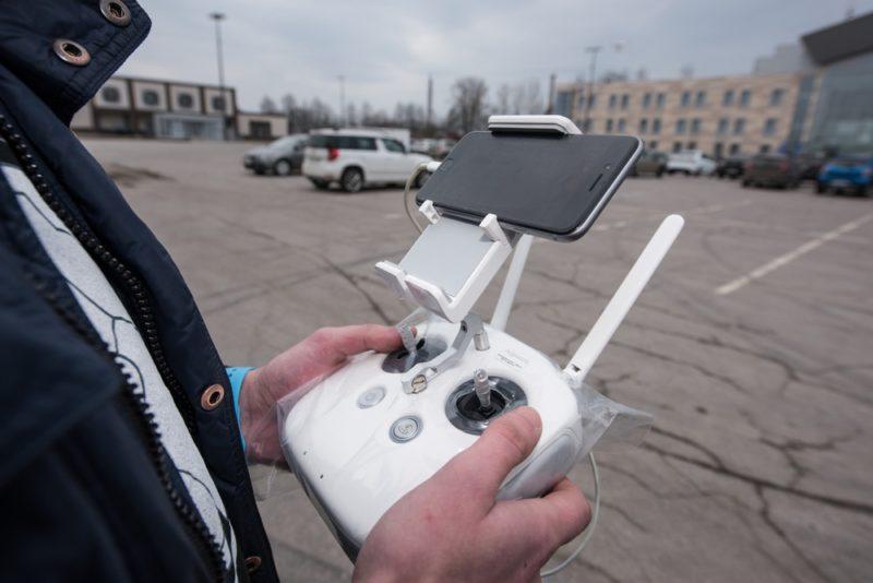 新例放寬商用無人機高度限制,但仍需在視線範圍內放飛。
