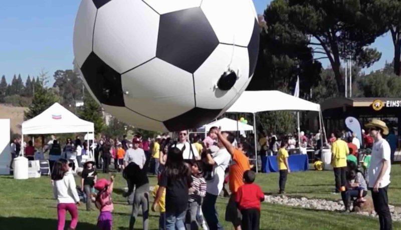 除眼球造型外,Skye 更可易裝空中足球,成為小孩子的玩物。