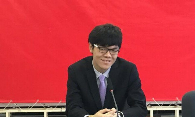最新的世界圍棋職業棋手排行榜,榜首的是年僅 19 歲的中國少年棋王柯潔。