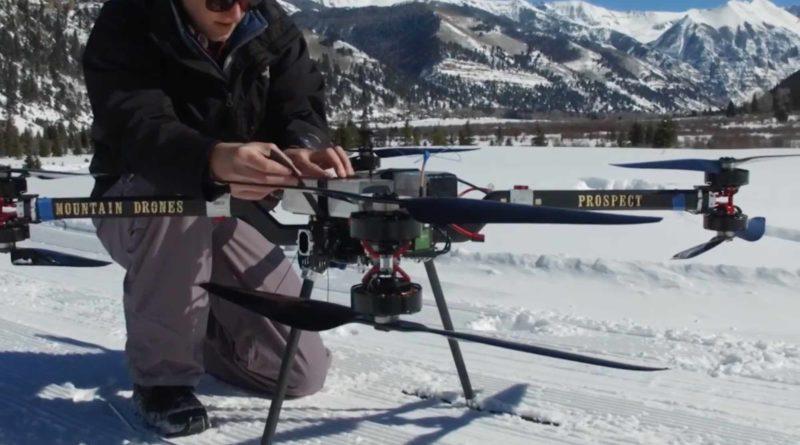 Mountain Drones 的無人機採用 4 軸 8 槳旋翼設計。