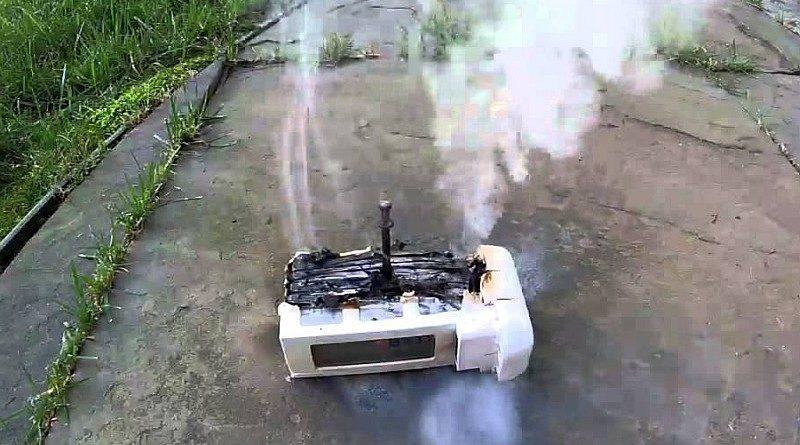 DJI Phantom 航拍機電池自焚後的模樣。