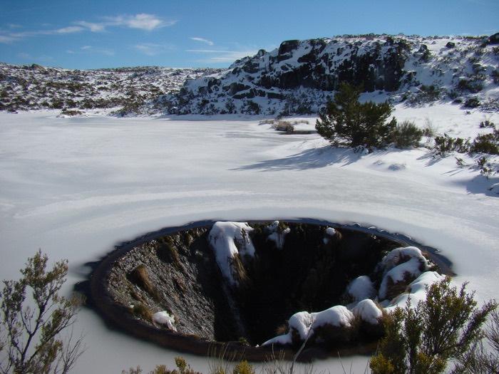 被白雪覆蓋的潟湖仿如仙景。
