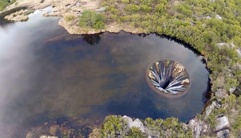 湖中突然出現流水洞,真的很詭異...