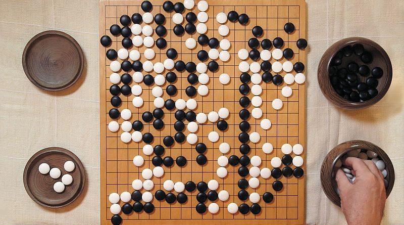 圍棋可衍生出最多 3,361 種局面,棋局變化遠勝國際象棋。