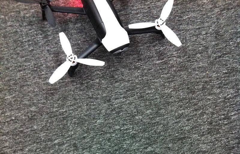 辦公室的地毯其實是非常容易令無人機的感應系統計算錯誤。