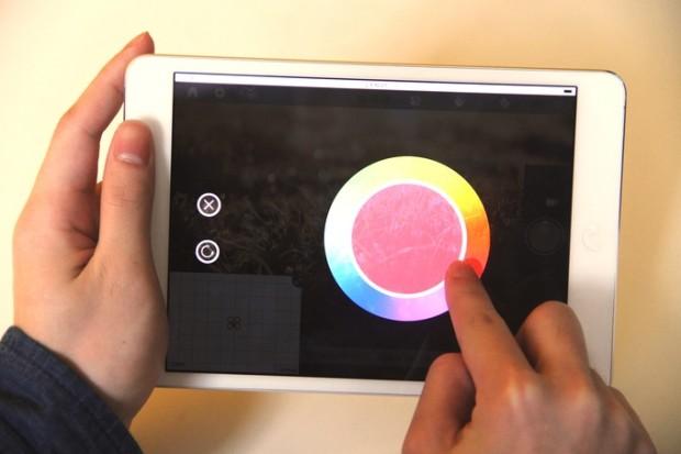空中畫畫功能有調色板供選擇顏色。