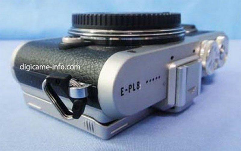 諜照中的 Olympus E-PL8,機頂刻有「E-PL8」字樣。