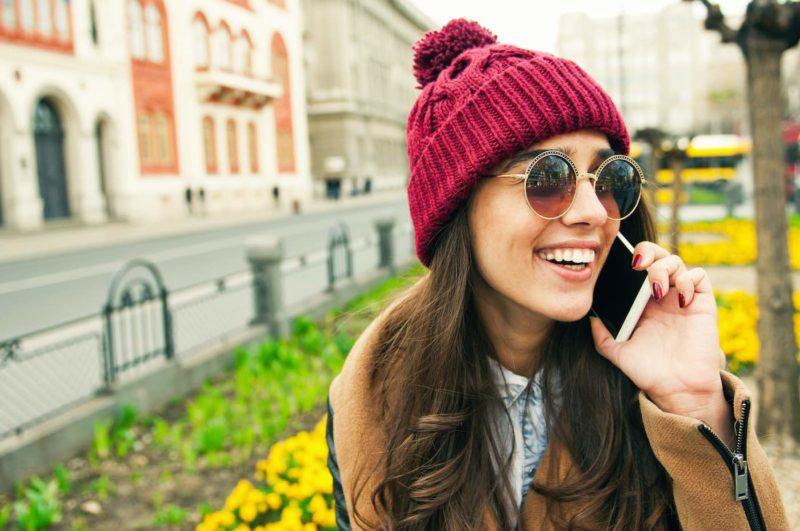 手機用戶如在公眾地方連上不知名的 Wi-Fi 熱點,有機會成為黑客的獵物。