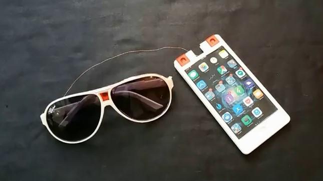 Drone-in-a-Phone 放在太陽眼鏡