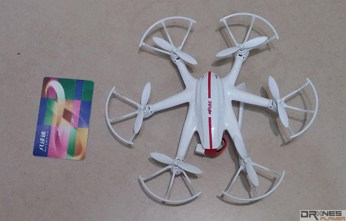 MJX RC X800 雖採用六軸結構,但飛行器體積仍相當小巧。