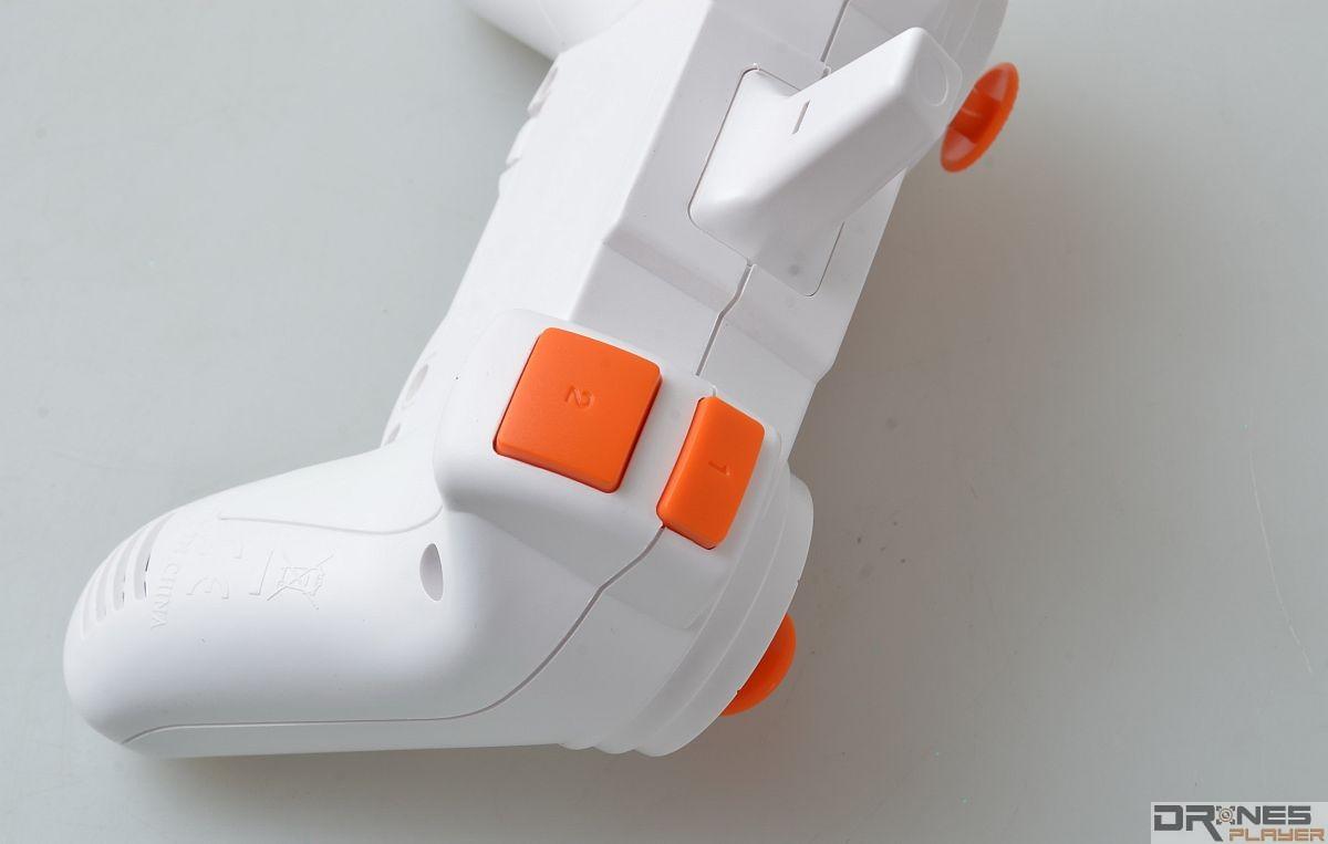 MJX RC X800 控制器頂部設有功能鍵,可控制燈號開關、執行 3D 翻滾飛行動作。