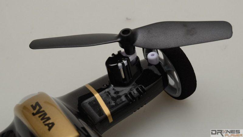 Syma X9 的槳翼設於四個車輪之上。