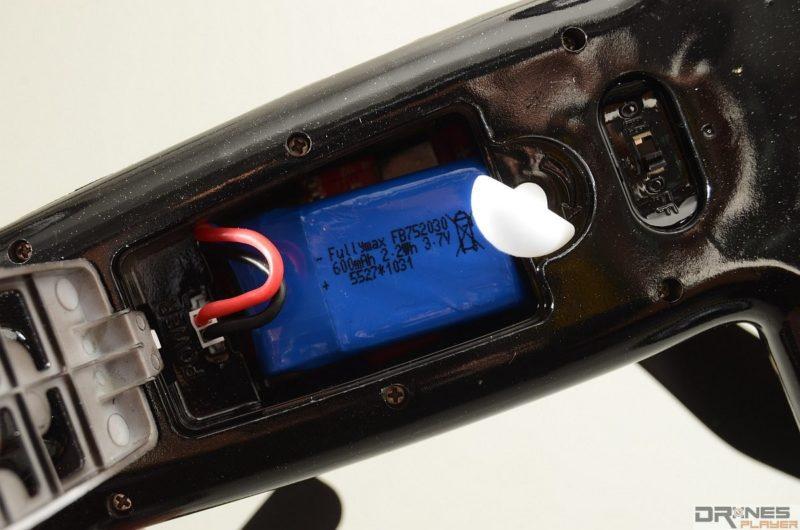 Syma X9 Flying Car 使用 3.7V / 600mAh 可換式電池。