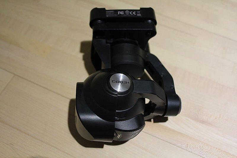 這次的相機雲台是 Yuneec Q500 4K 的 CGO3+,當然可以拆卸起來裝到手持,不過這次盒內並沒有免費贈送而是需要另外購買。