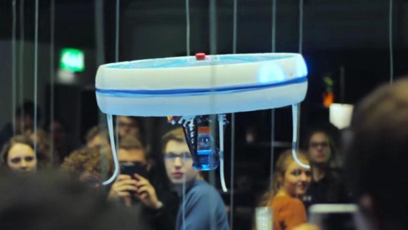 Blue Jay 無人機懸停在空中的模樣,非常像 UFO 幽浮飛碟,惹人注目。