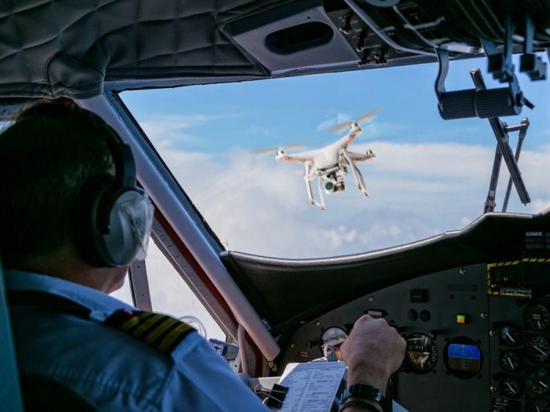 涉事機師相信是無人機撞上客機。