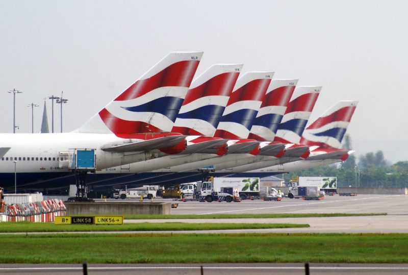 希思路機場屢發生無人機險撞客機事故。