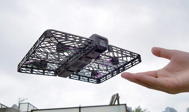 以迷你飛行器來說,Hover Camera 擁有 8 分鐘的續航力,已算是中規中矩。