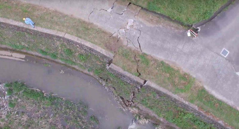 當局用空拍機視察災區情況。