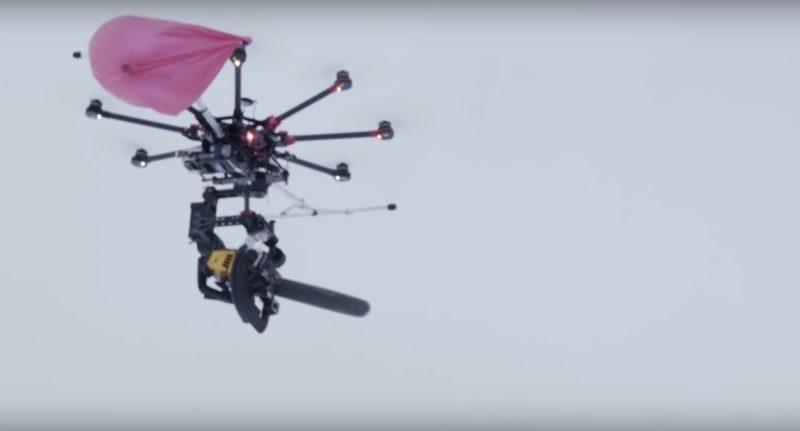 電鋸無人機暴露出弱點,就是被氣球纏上旋翼。