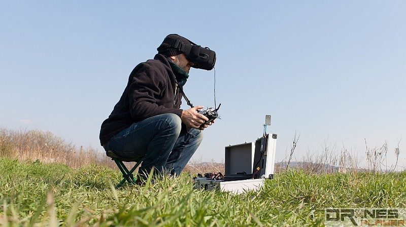 FPV 眼鏡是現時大多數穿越機玩家的最愛裝備。