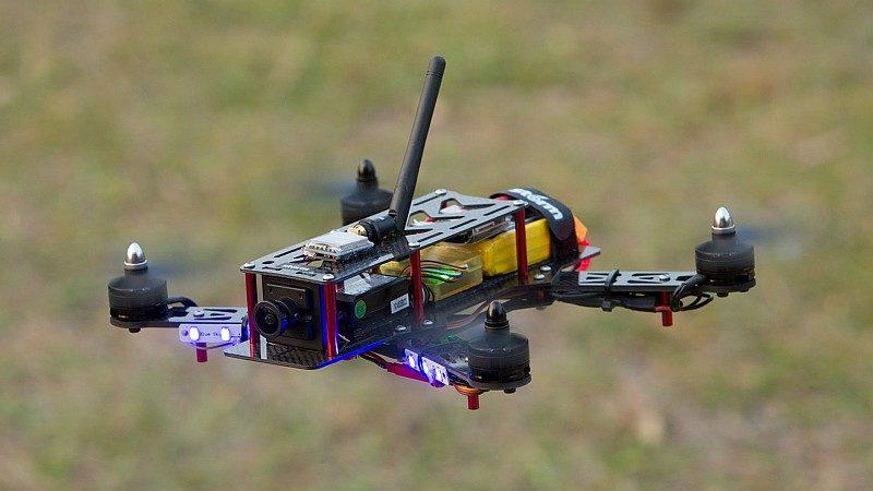 初學 FPV 穿越機的玩家,開始時宜先練習直線飛行。